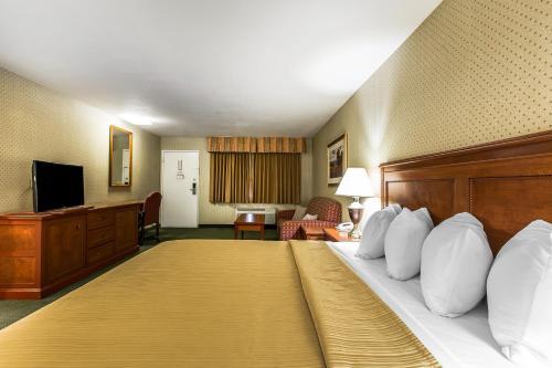 Quality Inn Near China Lake Naval Station Photo