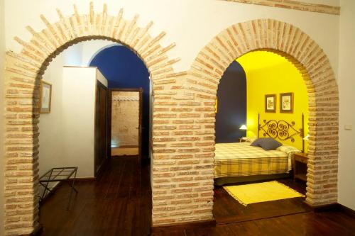 Double or Twin Room with Extra Bed Hotel Real Monasterio de San Zoilo 3
