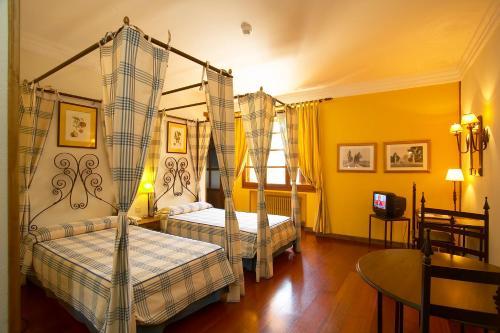 Double or Twin Room - single occupancy Hotel Real Monasterio de San Zoilo 6