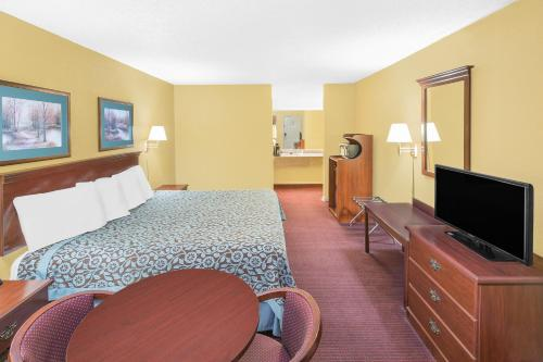 Days Inn By Wyndham N Little Rock East - North Little Rock, AR 72117