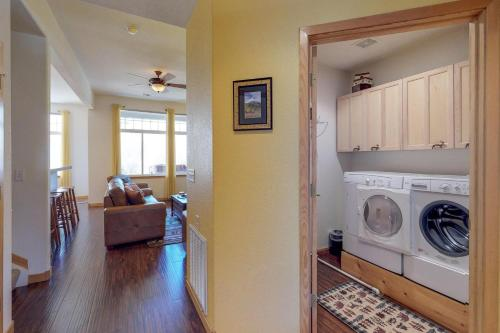 Riverside Retreat - Silverthorne, CO 80498