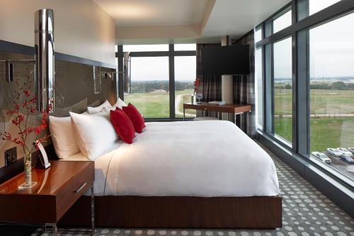Solis Hotel Two Porsche Drive - Atlanta, GA 30354