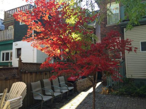 St Annes Suites - Toronto, ON M6J 2C1