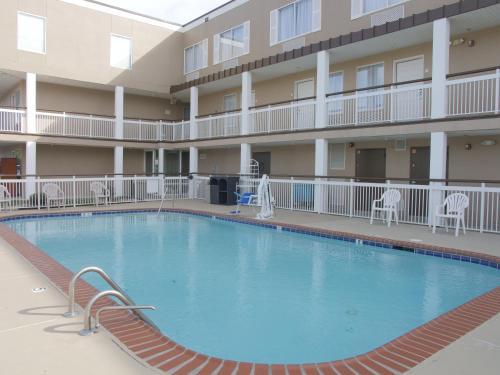 Baymont Inn & Suites Louisville Photo