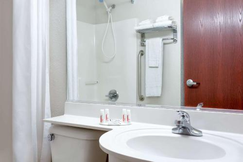 Microtel Inn & Suites by Wyndham Bremen Photo