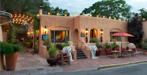 Hotels airbnb vacation rentals in santa fe new mexico for Santa fe new mexico cabin rentals