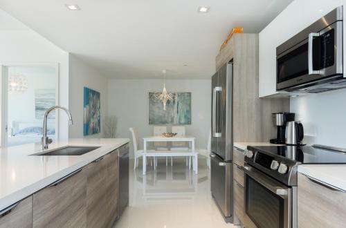 Island Ii - Miami Beach, FL 33154