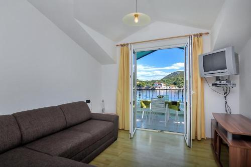 Apartment Uvala Pokrivenik 2073f
