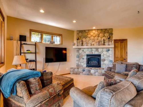 Reasonably Priced 4 Bedroom - Breck View Home - Breckenridge, CO 80424