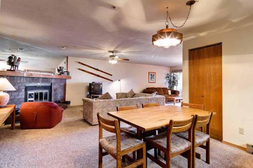 Spacious 2 Bedroom - Cimarron 305 - Breckenridge, CO 80424