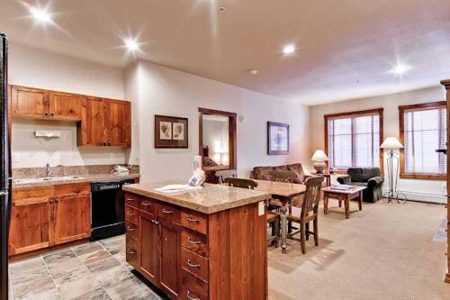 Perfectly Priced 2 Bedroom - Main Stn 1215 - Breckenridge, CO 80424