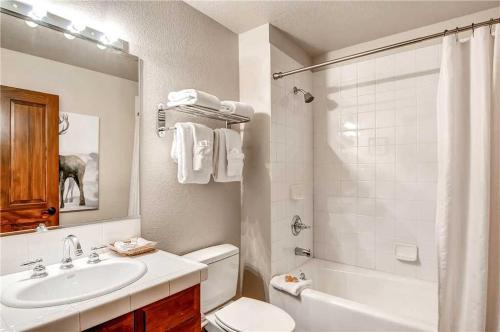 Elegant 2 Bedroom - Main Stn 3308 - Breckenridge, CO 80424