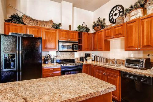 Comfortably Furnished 3 Bedroom - Main Stn 3402 - Breckenridge, CO 80424