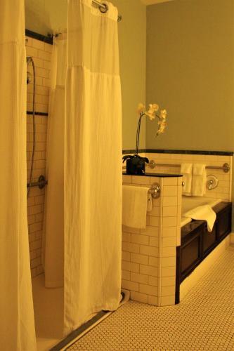 Hotel Napa Valley Photo