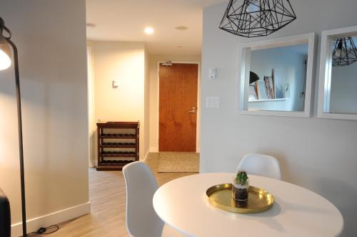 Yaletown Apartment - Vancouver, BC V6B 5T1