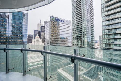 Aaira Suites York St - Toronto, ON M5J 0B1