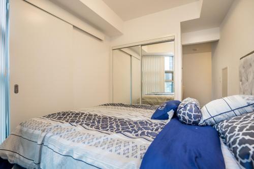 Aaira Suites At York Street - Toronto, ON M5J 0B1