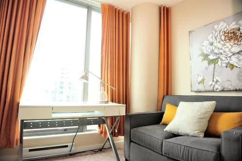 Comfortable 1bdr 1den Condo With Great Views - Vancouver, BC V6E 4R8