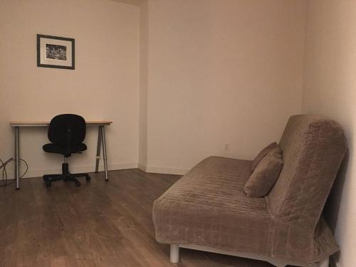 Fully Furnished 2 Bedroom Apartment - Bellevue, WA 98006