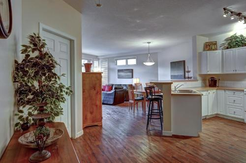 Discovery Bay - Third Floor -db347 - Kelowna, BC V1Y 9W1