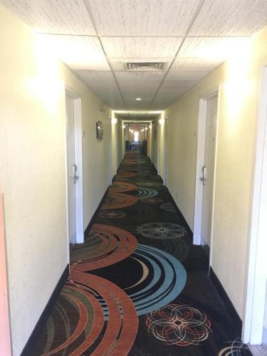 Baymont Inn & Suites - Lakeland Photo
