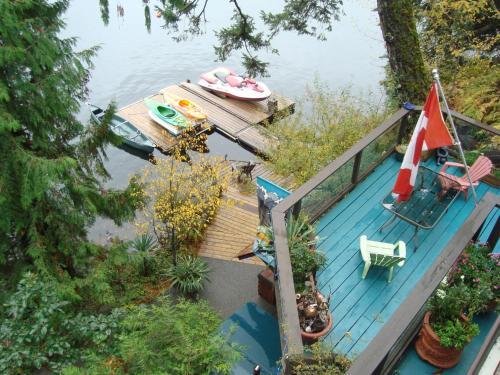 Long Lake Waterfront Bed And Breakfast - Nanaimo, BC V9T 5M1