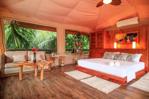 Hotel Tropico Latino Photo