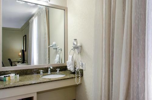 The Chateau Hotel, an Ascend Hotel Collection Member Photo