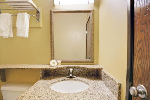 Days Inn By Wyndham Torrington - Torrington, CT 06790