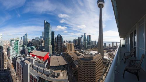 300 Front - Toronto, ON M5V 0E9