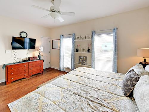 3br On Mobile Bay 1 Block To Beach Home - Gulf Shores, AL 36542