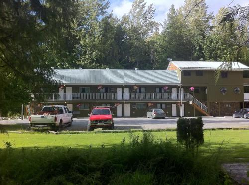 The Hitching Post Motel - Pemberton, BC V0N 2K0