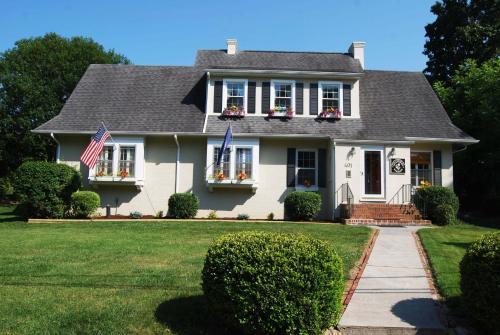 Hotels airbnb vacation rentals in roanoke virginia usa for Cabin rentals near lexington va