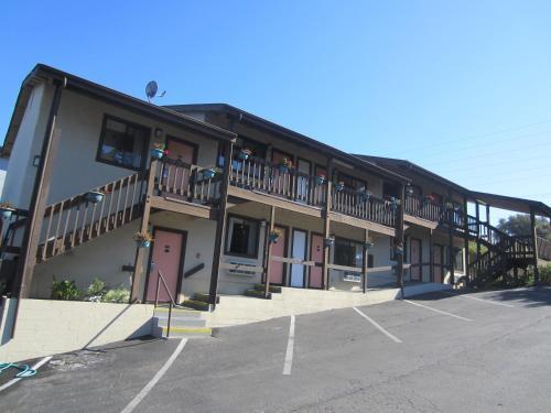 Monterey Fairgrounds Inn - Monterey, CA 93940