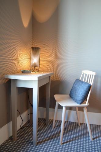hotel les pilotes h tel 62 rue de la fert 80230 saint valery sur somme adresse horaire. Black Bedroom Furniture Sets. Home Design Ideas