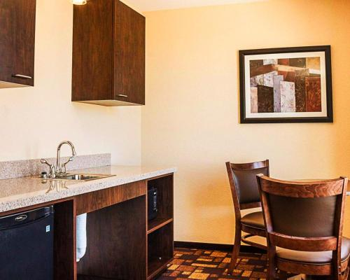 Quality Inn & Suites Minot - Minot, ND 58703