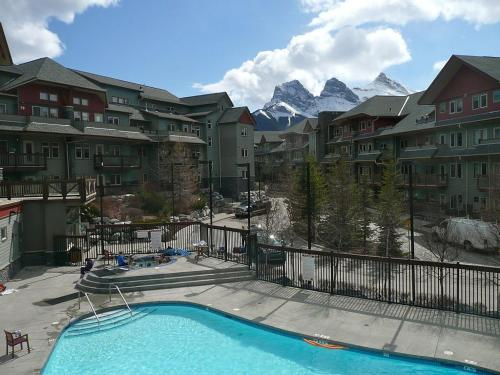 Beautiful Canmore Mountain Getaway