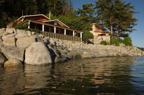 Blitz Beach House Oceanside Suite - Powell River, BC V8A 0E1
