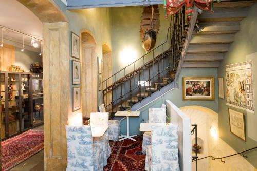Collector's Lady Hamilton Hotel photo 62