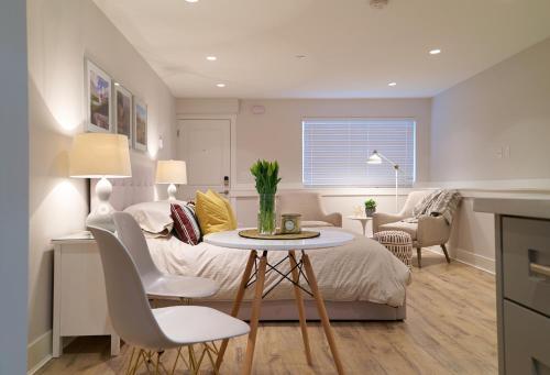 Cozy Bachelor Suite - Vancouver, BC V5L 1R5
