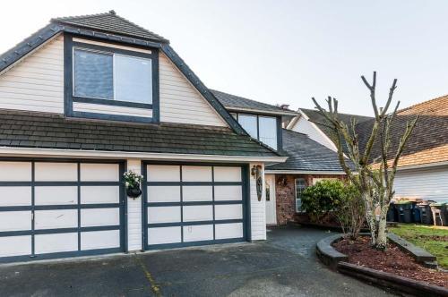 White Rock Sunny Home - Surrey, BC V4A 8S6