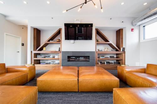 Coral Apartment - Chicago, IL 60605