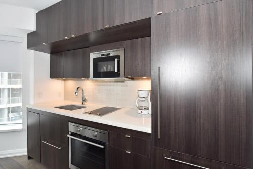 Yorkville One Bedroom - Toronto, ON M5R 1C4