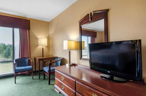 Quality Inn & Suites Carthage Photo