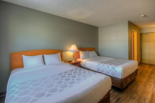 Econo Lodge Regina - Regina, SK S4Z 1A5