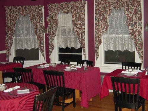Brookview Manor Inn - Canadensis, PA 18325