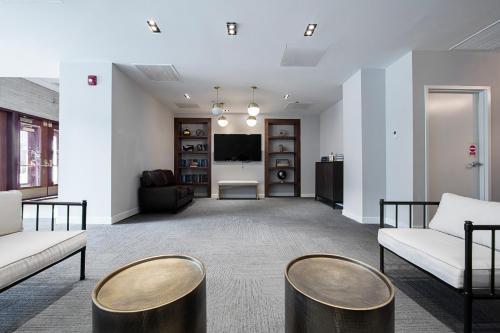 Plum Apartment - Chicago, IL 60605