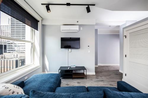 Crimson Apartment - Chicago, IL 60605