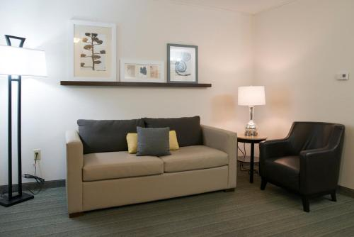 Country Inn & Suites by Radisson, Effingham, IL Photo
