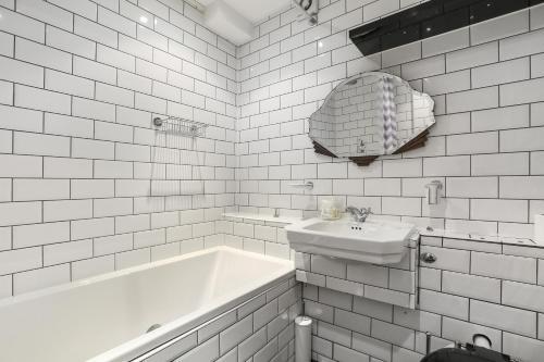 Citadel Apartments Bath Court photo 4